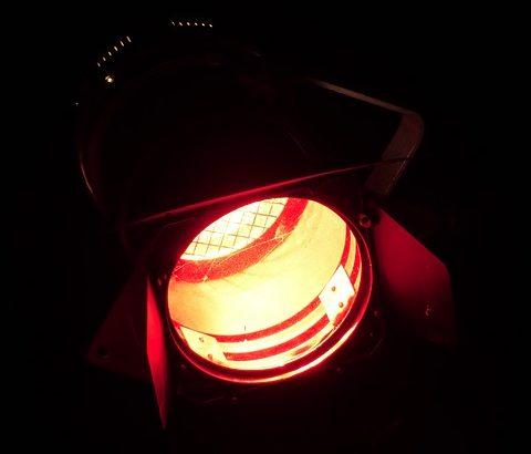 Rotlichlampen werden bei einer Rotlichttherapie eingesetzt